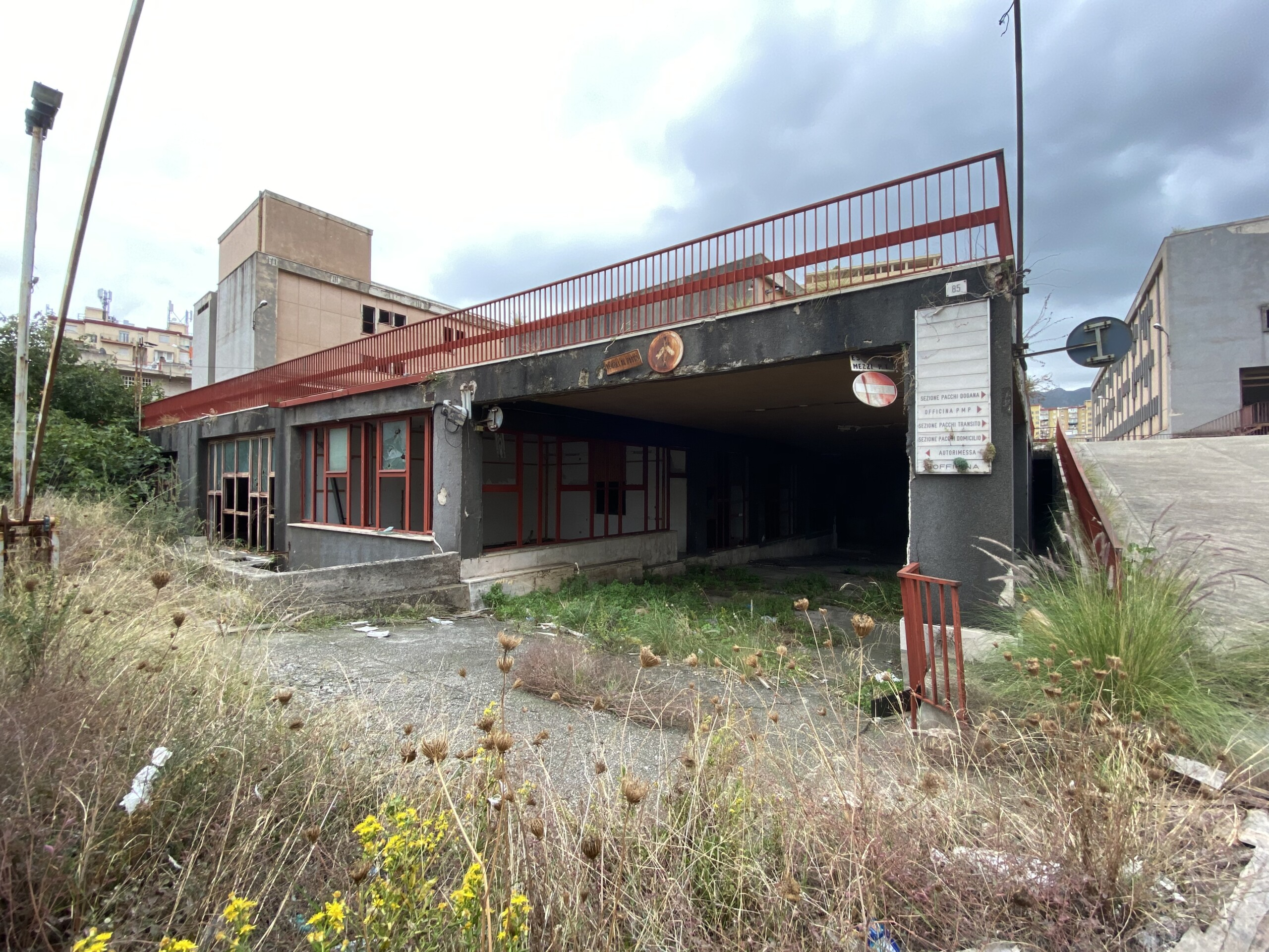 Brancaccio - Stato attuale di abbandono dell'ex centro Poste